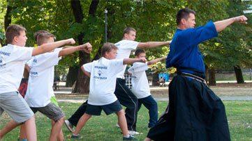 Daniel-Iwanek,-mistrz-swiata-w-karate,-kolejna-gwiazda-w-kampanii