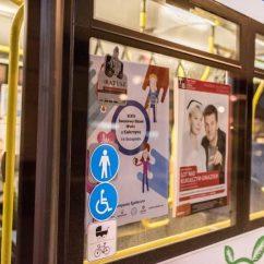 Plakaty w gdyńskich trolejbusach
